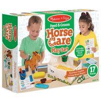 Dospievajúci na koni veľký kohúty